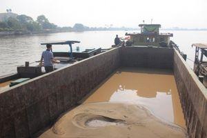 Bắt giữ 4 ghe thuyền khai thác cát trái phép trên sông Đồng Nai