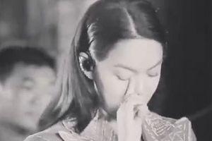 Phạm Quỳnh Anh vừa hát vừa khóc trên sân khấu sau khi gia đình tan vỡ