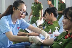 Hơn 500 Cảnh sát hiến máu vì đồng đội thân yêu