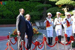 Toàn cảnh ngày đầu tiên Thủ tướng Pháp thăm chính thức Việt Nam