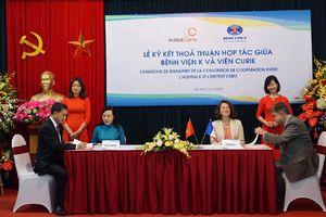Việt Nam và Pháp hợp tác trong lĩnh vực điều trị ung bướu