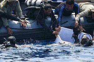 Hộp đen của máy bay chở 189 người rơi xuống biển bị vỡ tan nát