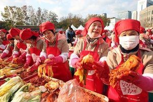 Người Seoul làm 165 tấn Kimchi nhưng lại... không ăn