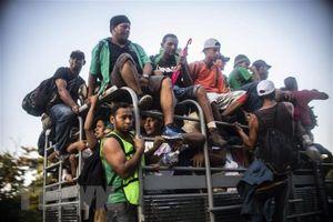 Tổng thống Mỹ rút lại đe dọa cho phép quân đội nổ súng vào người di cư