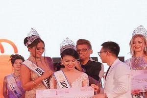 Tiếp viên Vietnam Airlines đăng quang Mrs International 2018