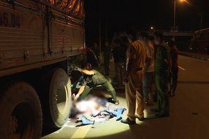 Tông vào xe tải đang dừng trên quốc lộ, 2 công nhân tử vong