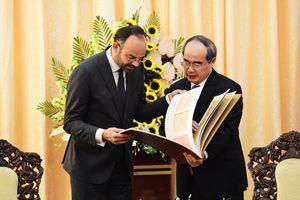 Thủ tướng Pháp muốn TP.HCM hỗ trợ triển khai Ngôi nhà Pháp