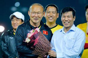Đội tuyển Việt Nam được động viên trước giờ sang Lào dự AFF Cup