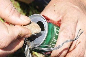 Độc chiêu: Bỏ sỏi vào lon nước ngọt để bắt cá chạch cát dễ như bỡn