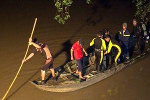 Chưa tìm thấy bé gái 7 tuổi bị xe tông rơi xuống sông