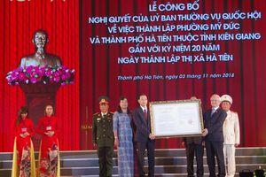Phó Chủ tịch Quốc hội trao quyết định thành lập phường Mỹ Đức và TP Hà Tiên thuộc tỉnh Kiên Giang