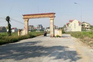 Đâm vào cổng chào giữa đường, thanh niên đi xe máy thiệt mạng