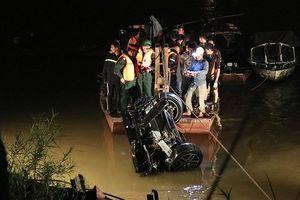 Đã xác định được chủ nhân chiếc xe Mercedes gặp nạn lao xuống sông Hồng