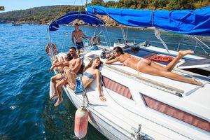Bí mật về 'hòn đảo sex' chuyên phục vụ khách du lịch