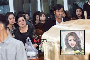 Người mẹ suy sụp bên di thể Á hậu Thái Lan chết vì tai nạn máy bay