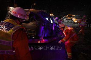 Đâm xe liên hoàn thảm khốc, ít nhất 14 người tử vong