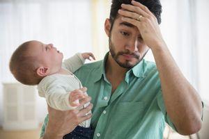 Dấu hiệu đàn ông bị trầm cảm sau khi vợ sinh