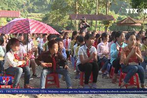 Tặng quà cho học sinh và người dân vùng cao Lào Cai