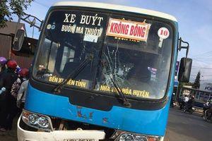 Hai vợ chồng chết thảm sau va chạm với xe buýt