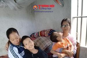 Vợ chồng nghèo chăm sóc con gái mắc bệnh viêm cầu thận và hai con trai bại não