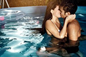 'Yêu' dưới nước: lợi bất cập hại