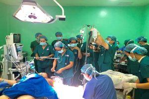 Hàng chục bác sĩ nỗ lực cứu sản phụ nhóm máu hiếm bị băng huyết sau sinh