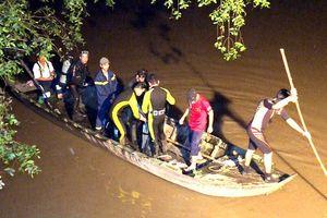 Chưa tìm thấy nữ sinh rơi xuống sông từ cầu không có lan can