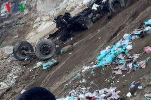 Xe container rơi xuống vực, tài xế chết tại chỗ