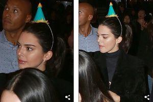 Kendall Jenner mặc giản dị, xinh đẹp trong đêm sinh nhật đón tuổi 23
