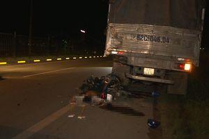Tông đuôi xe tải đậu trên quốc lộ trong đêm, hai thanh niên chết thảm ở Vĩnh Long