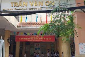 Cô giáo bị đình chỉ khi phạt học sinh tự tát 32 cái