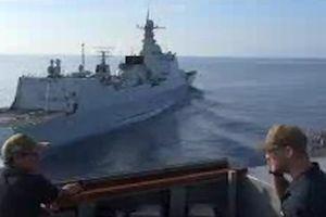 Cận cảnh tàu Trung Quốc áp sát tàu chiến Mỹ trên Biển Đông