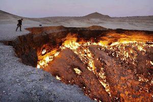 'Cửa địa ngục' bốc cháy không ngừng suốt 50 năm