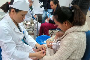 Hà Nội triển khai tiêm bổ sung vaccine sởi - rubella cho trẻ dưới 5 tuổi