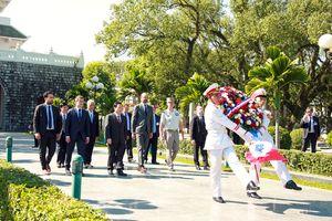 Thủ tướng Pháp thăm Ðiện Biên Phủ