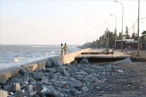 Ninh Thuận: Nhiều đoạn đê kè biển xuống cấp, đe dọa hàng trăm người dân vùng biển