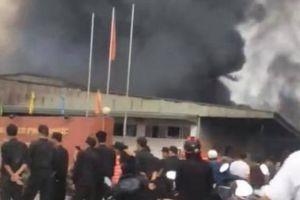 Cháy lớn tại kho công ty dược ở Hưng Yên