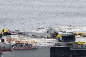 Cận cảnh tàu sân bay duy nhất Nga bị thủng một lỗ vì tai nạn bất ngờ