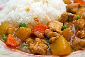 Cách làm cơm cà ri gà kiểu Nhật Bản ngon ơi là ngon