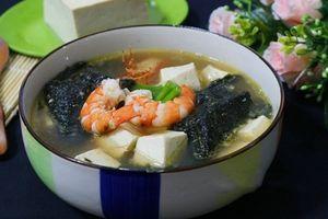 Món ngon mỗi ngày: Canh rong biển nấu tôm bổ dưỡng