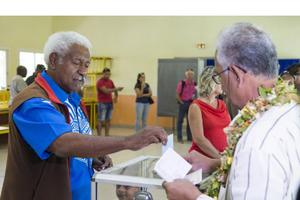 New Caledonia tiếp tục là một phần của Pháp