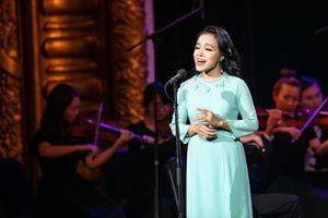 Ca sĩ Lan Anh hát bolero với dàn nhạc giao hưởng