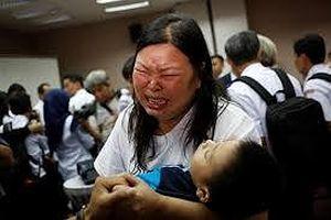 Nỗi đau người ở lại sau vụ tai nạn máy bay Indonesia