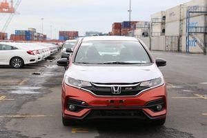 65,4 triệu USD nhập khẩu ôtô trong tuần - Xe miễn thuế 'trốn' đi đâu?