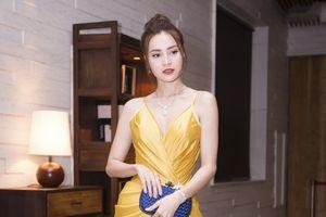 Hoa hậu Tiểu Vy hóa công chúa, Phí Phương Anh gợi cảm làm 'nàng Moonroe'