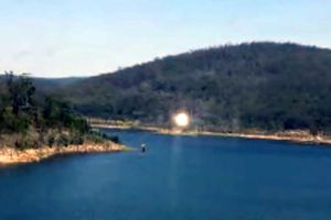 Quả cầu ánh sáng kỳ bí trên bầu trời Australia
