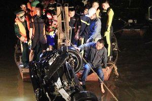 Thông tin mới vụ xe Mercedes lao xuống sông Hồng: Tìm thấy 2 thi thể nạn nhân là phụ nữ