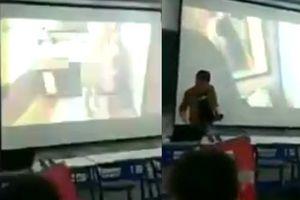 Thầy giáo mở nhầm phim sex khiến nữ sinh nhốn nháo
