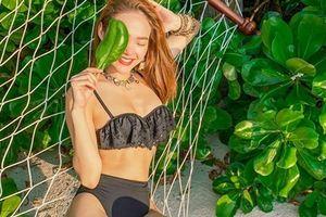 Minh Hằng sexy phô diễn hình thể với bikini đen huyền bí