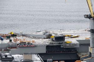 Lộ ảnh tàu sân bay Nga bị cần trục đổ đè lên đường băng